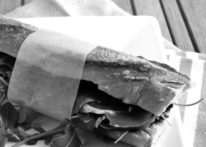 ΣΟΠΡΕΣΑ ΣΑΝΤΟΥΙΤΣ   SOPRESSA SANDWICH Σε Μπαγγέτα Με Τυρί Προβολόνε, Ψητές Πιπεριές, Ρόκα, Λάδι Τσίλι & Ξύδι. Sopressa On A Baguette With Provolone Cheese, Roasted Peppers, Arugula, Chili Oil & Vinegar.  #thesaltypigathens #smokehousebbqathens