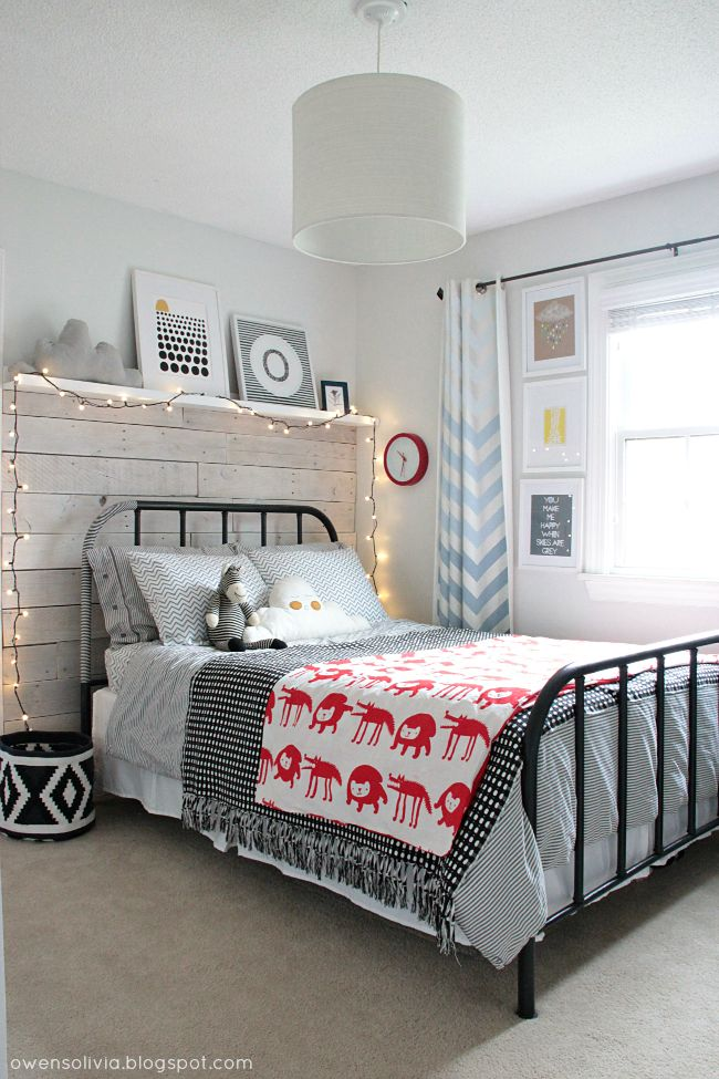 Teen kids room - could make it more boy like OR girly if need be. Like the wall/lights/shelf/bed combo