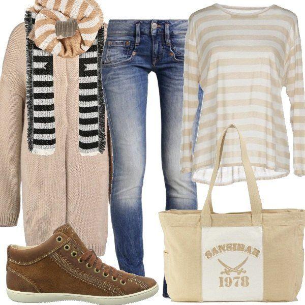 Outfit composto da jeans slim, maglia a righe e maxi cardigan con scollo tondo. Completano il look le scarpe stringate, la sciarpa avvolgente e la shopping bag con chiusura a cerniera.