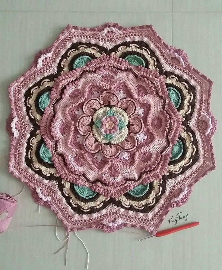 Mandala Madness - Free Pattern on Ravelry ... This one is by K. Tung
