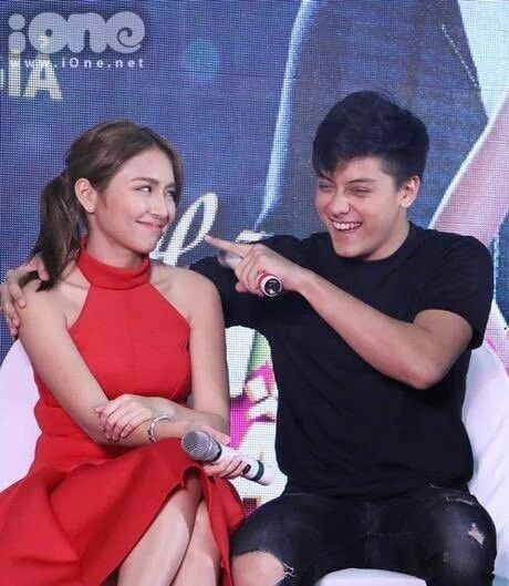 This is the pretty Kathryn Bernardo and the handsome Daniel Padilla smiling for the camera while having their press conference and mall show with their fans at a mall in Hanoi, Vietnam last January 2016. Indeed, KathNiel is my favourite Kapamilya love team, and they're amazing Star Magic talents. #KathrynBernardo#TeenQueen #DanielPadilla #KathNiel #KathNielBernaDilla #KathNielinVietnam