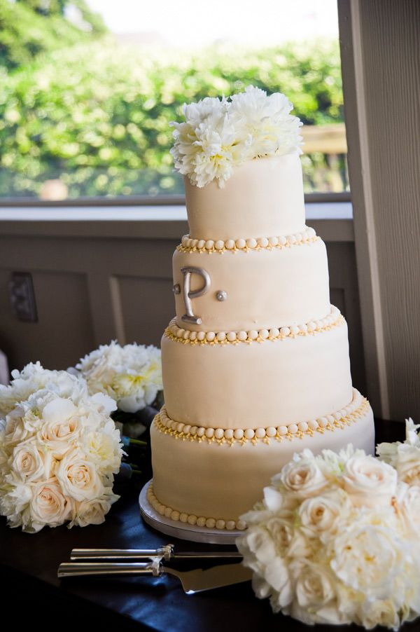 wedding cakes with beads 256 best white and ivory wedding cakes images on 25977
