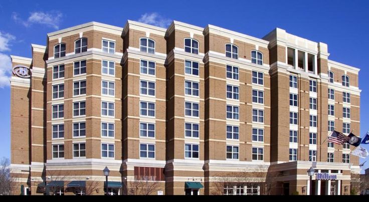 Hilton Alexandria Old Town Alexandria Ideally situated in the centre of Old Town Alexandria, Virginia near the attractions of Washington, D.C., this hotel features colonial charm with state-of-the-art facilities and services.