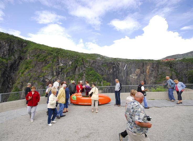 Vøringsfossen i Eidfjord, Hordaland Velomobil WAW045 får mer oppmerksomhet enn fossen...