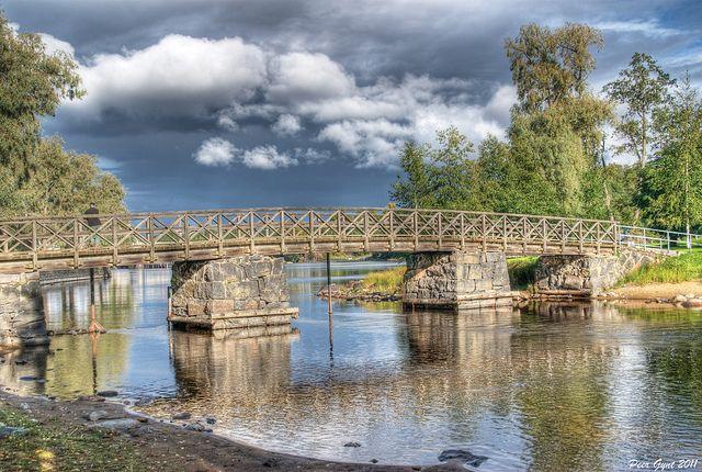 Brücke zur Insel Olavinlinna. Savonlinna, Finnland.