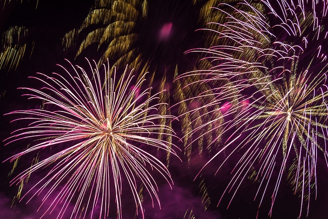 2012 Bonfire Night Fireworks, Battersea Park 2 by Torsten Reimer, via Flickr