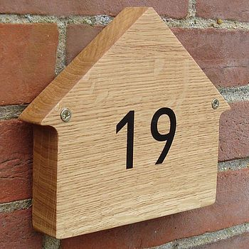 Small House Sign By Earthome - Give your home a quick makeover with this adorable house-shaped sign none of the neighbors are sure to have. Customize it with your house numbers or get creative and give your house a name.