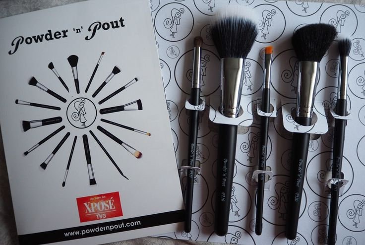 Flawless 5 brush set by Irish business, Powder n Pout - these are your 5 essential make up brushes! Irish Beauty Blogger