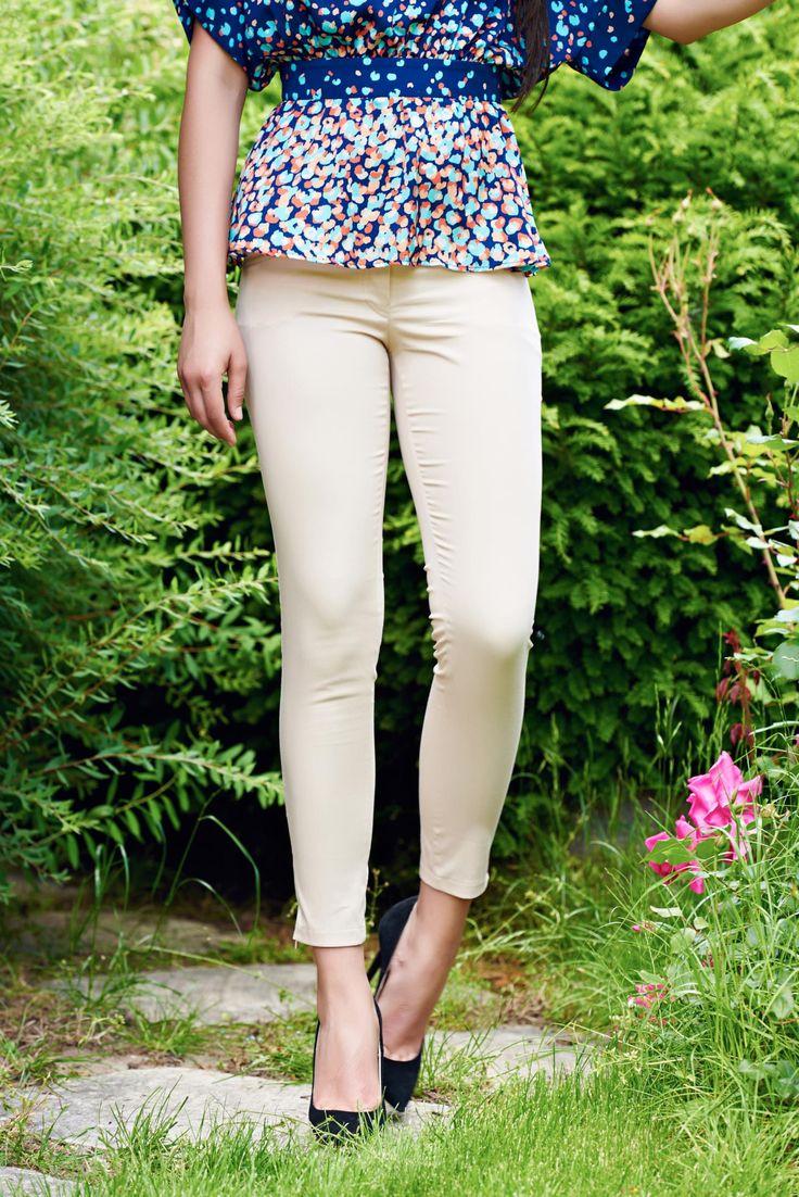 Comanda online, Pantaloni office conici PrettyGirl crem cu talie medie. Articole masurate, calitate garantata!