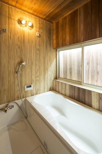 写真:D-Style 専門家:秋山怜史が手掛けた、木のぬくもりを感じるお風呂(鶴見の家)の詳細ページ。新築戸建、リフォーム、リノベーションの事例多数、SUVACO(スバコ)