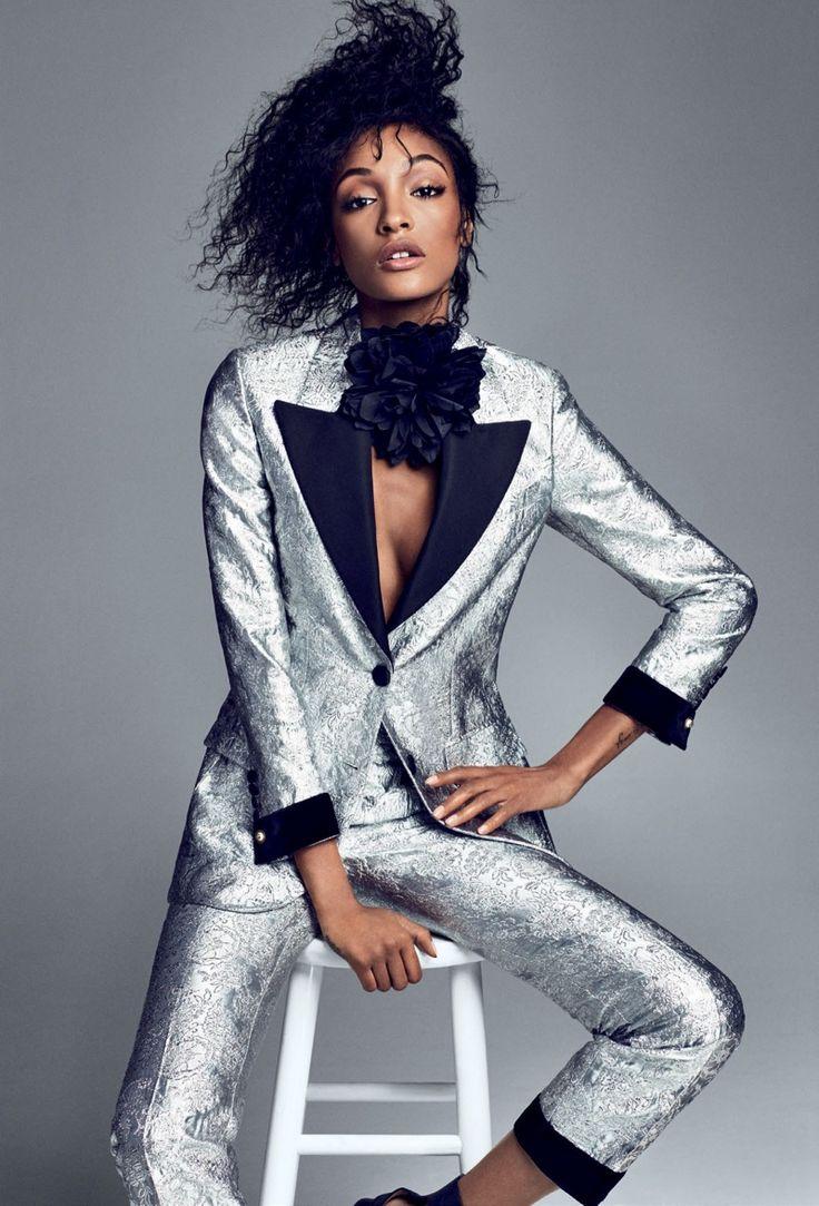 Een klassieke foto in een stoer jasje. Je kunt een standaard pose helemaal inrichten zoals je zelf wilt overkomen op je website.