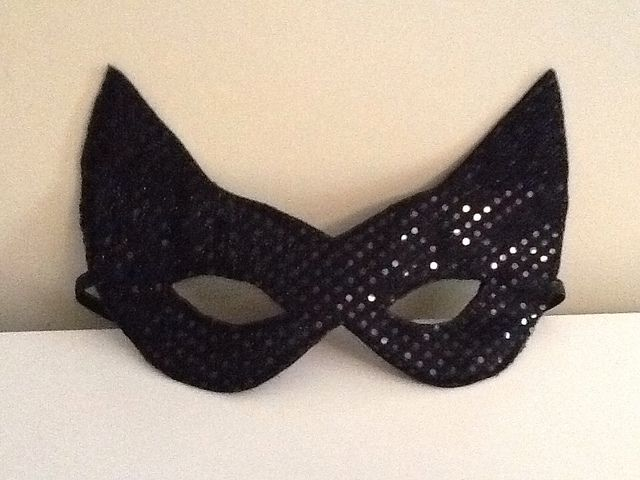 Mama's Sew Frugal: Cat woman mask TUTORIAL