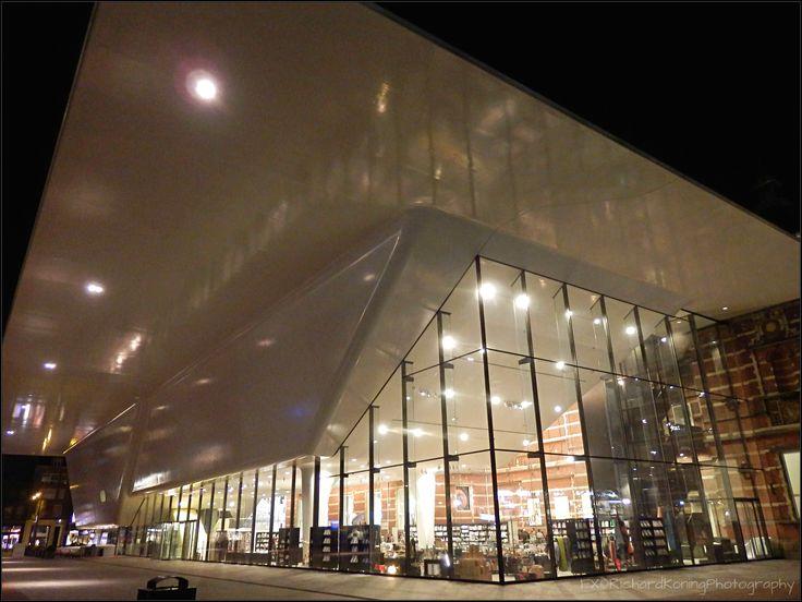 Stedelijk Museum Amsterdam by night