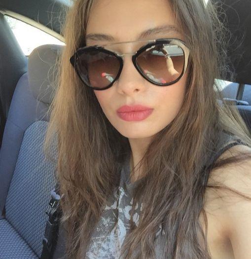 Neslihan Atagül'ün gündelik hayatında en çok kullandığı Prada gözlüğü arayanlar! #neslihanatagul #prada #gunesgozlugu #sunglasses