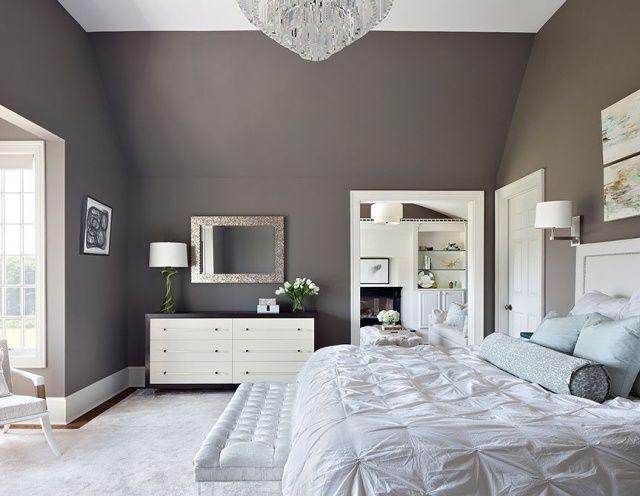 monochrome Farben im Schlafzimmer kombinieren-Luxus Kronleuchter aus Kristallglas