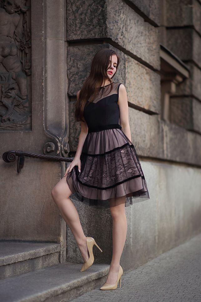 Czarna Koronkowa Sukienka Cieliste Ponczochy I Bezowe Lakierowane Szpilki Ari Maj Personal Blog B Trajes De Vestir Mujer Moda Para Mujer Blogueros De Moda