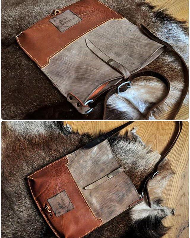 ..фрау жжёт напалмом! 8)  27 х 33 Ручка с регулировкой, на плечо, сделана из винтажной армейской портупеи. Внутри по небольшому кармашку с каждой стороны.  5.600  #Кожаная_женская_сумка #женские_дизайнерские_сумки #необычные_сумки #авторские_сумки #сумки_ручной_работы #handmade_bags #woman_leather_bags #burtsevbags