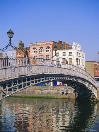 Halfpenny Bridge and River Liffey, Dublin, Ireland/Eire