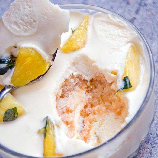 Ананасовый десерт с кремом из йогурта