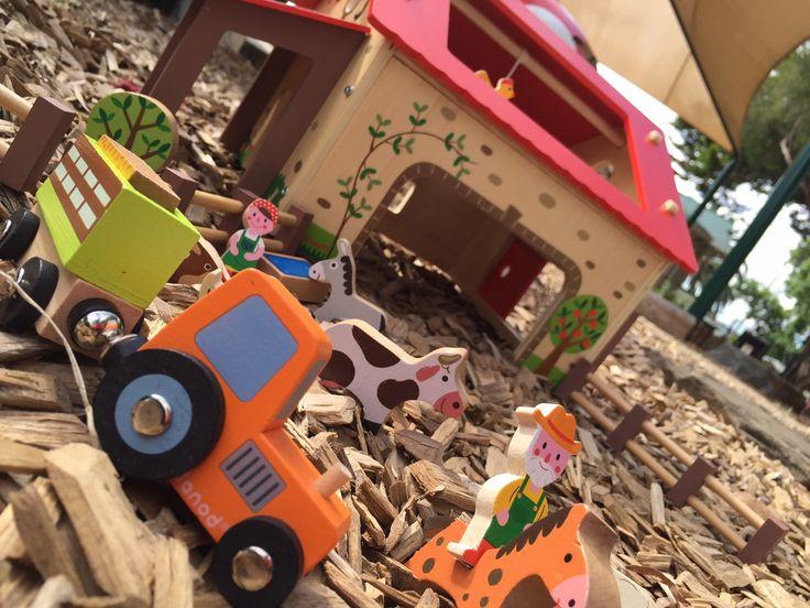 Ferme happy Farm avec 19 accessoires et un monte bottes - Jouet en bois - A partir de 3 ans
