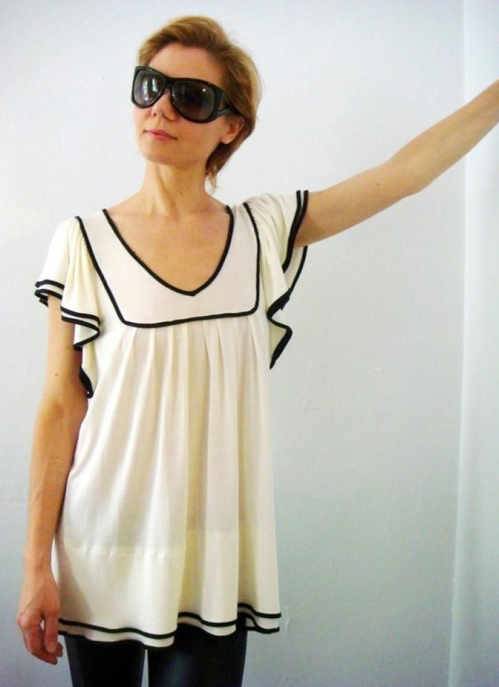 Great plus sized top for a cute sailor look. Up to size 22/24.