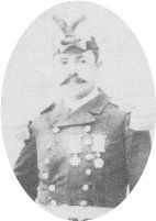 Teniente Coronel Leandro Navarro Rojas (1850-1915). Ingresa a la escuela militar en 1866 y participa en las campañas de la Araucanía hasta llegar al grado de Teniente. Participa en la Guerra del Pacífico en el Estado Mayor luchando en Tacna, Arica y otras batallas.