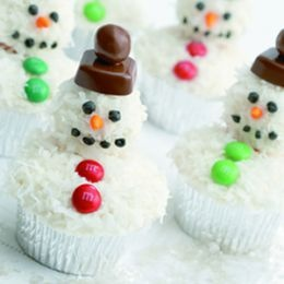 3D Coconut Snowman Cupcakes | Craft snowmen & snowflake holiday decor ...