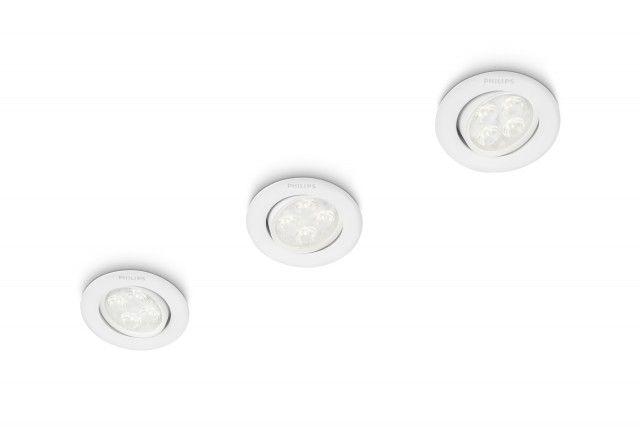 Il faretto da incasso con lampada a ledSmartspot da incasso Albireo 2700 K alluminio leddi Philipssi adatta perfettamente a ogni tipo di arredo. È ideale per soggiorno e camera da letto. La luce led230 V è di qualità elevata, permette un notevole risparmio energetico e ha una durata prolungata che arriva fino a 15 anni. Luce bianca calda. Novità esclusiva 2015. Prezzo 69,90 euro per il set da n.3 faretti nelle varianti bianco e alluminio. www.philips.it