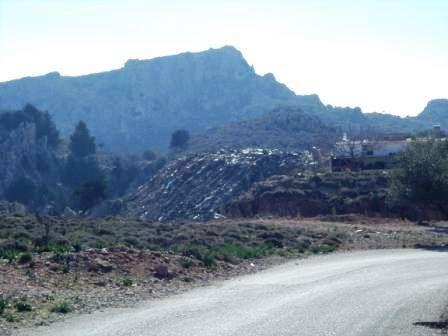 Rodospost.gr : Χωματερή σε κοινή θέα στα Στεγνά - φωτος