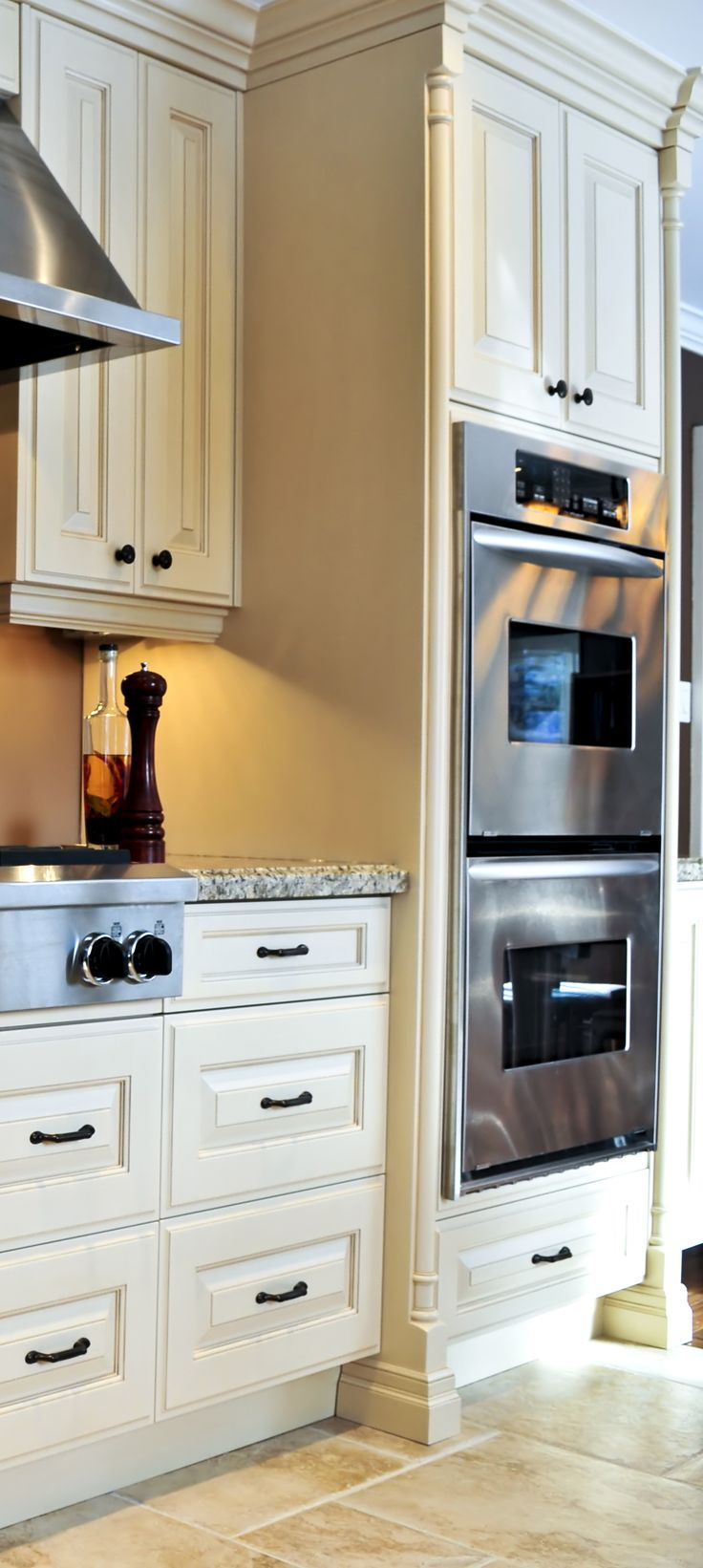 Classic Off White Kitchen With Gas Cook Top And Wall Ovens Www Prasadakitchens