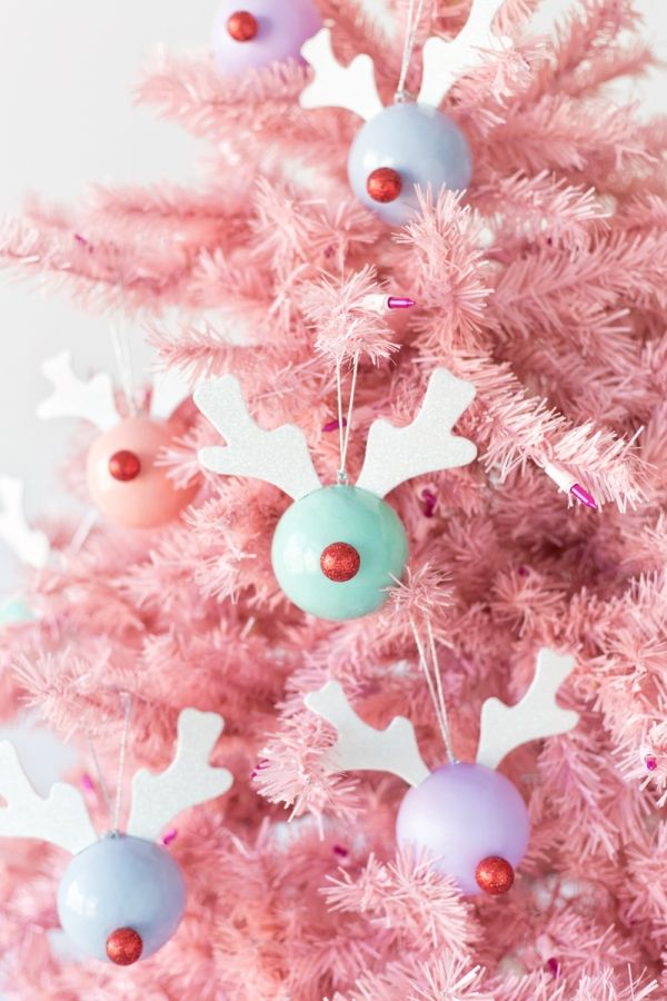 DIY Rudolph Ornaments - Easy and Unique DIY Christmas Tree Ornaments - Photos Its Christmas Eve, Easy Christmas Crafts, Modern Christmas, Pink Christmas, Homemade Christmas, Simple Christmas, Winter Christmas, Christmas Tree Ornaments, Christmas Decorations