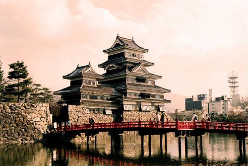 """Matsumoto Castle, Japan.    It is also known as the """"Crow Castle"""" because of its black exterior, is one of Japan's premier historic castles. It is located in the city of Matsumoto, in Nagano Prefecture and is within easy reach of Tokyo by road or rail.Black Exterior, Beautiful Castles, The Crows, Beautiful Places, Japan Premier, Crows Castles, The Cities, Matsumoto Castles, Matsumotocastl"""