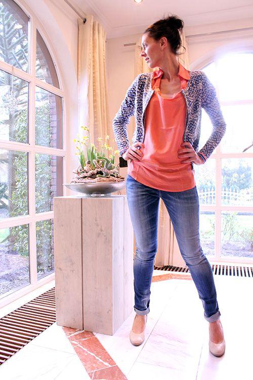 OOTD  Culture Jack Joanne € 99,95 B.Loved Blouse zijde koraal € 69,95 Gsus Jeans The Rosa € 109,95  #culture #bloved #gsus #blouse #jack #jasje #jacket #jeans #spijkerbroek #denim #koraal #coral #blauw #blue #fashion #mode #inspiratie #lente #spring #shopping #winkel #kledingwinkel #moderood #moderoodblog