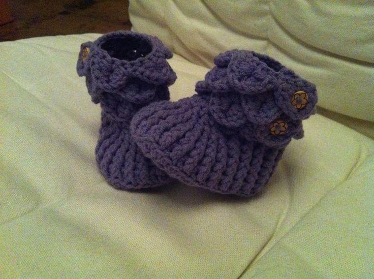 Crochet baby boots: pattern by Bonita at Craftsy