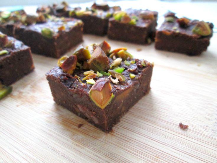 Gezonde brownies gemaakt van dadels en zoete aardappel. Heerlijk en het heeft de echt brownie smaak!
