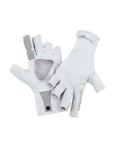 The @Simms Fishing Products Solarflex Sun Gloves provide a combination of UPF 50+ sun protection with enhanced grip & abrasion resistance while fly fishing.