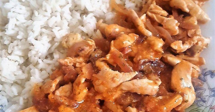 Mennyei Joghurtos lila hagymás csirkemellfilé recept! A csirkemellből egy egészséges, gyors ételt lehet kicsi kreativitással varázsolni, íme a finom egyszerű étel, aki elkészíti imádni fogja.