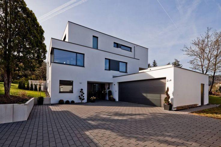 Modernes haus mit doppelgarage  Modernes Pultdach-Haus mit Büroanbau von Kitzlinger | Haus & Bau ...
