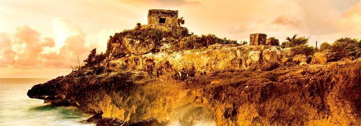 Tulum. Es una de las ciudades mayas más visitadas y hermosas de México; parte de su encanto radica en que fue construida justo frente al mar Caribe.
