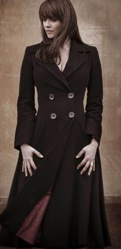 Amanda Tapping - a.) I love this actress. b.) I love this coat!
