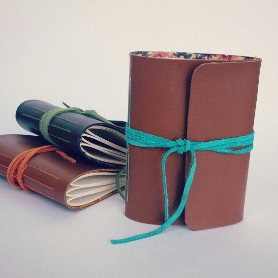 Caderninhos de couro! Miolo em papel pólen pautado, 60 folhas.                                                                                                                                                     Mais