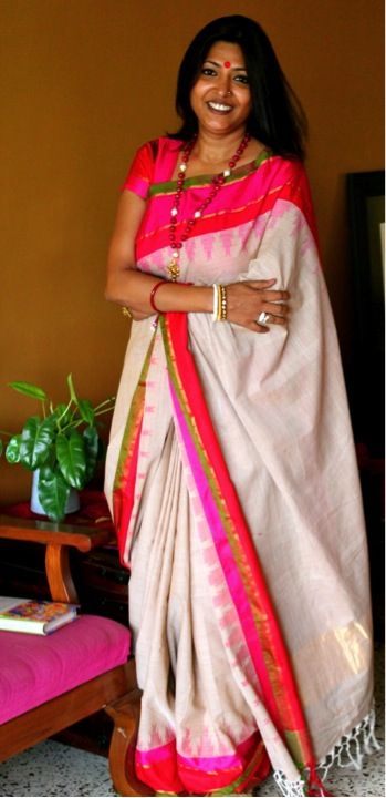 White handloom saree with temple border in pink