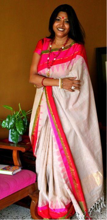 White handloom saree with temple border