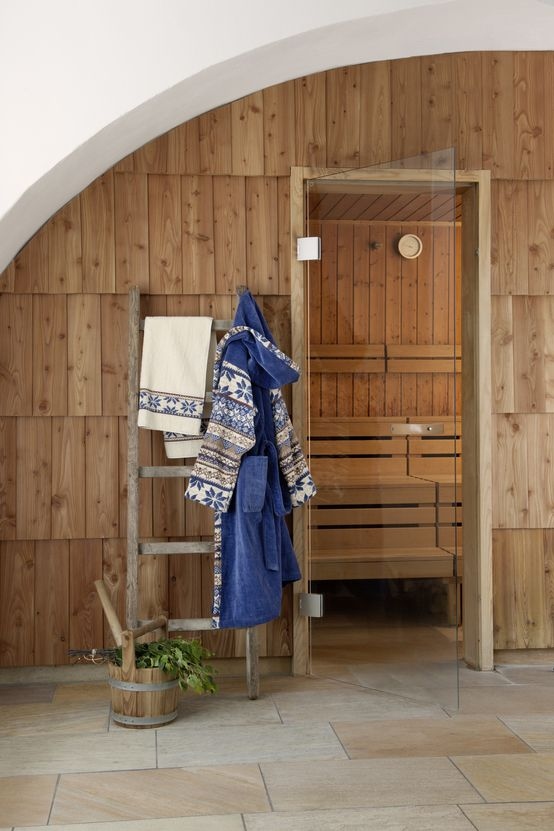 Drewno w łazience, sauna, srewniane panele ścienne. Zobacz więcej na: https://www.homify.pl/katalogi-inspiracji/15245/trendy-drewno-w-roli-glownej