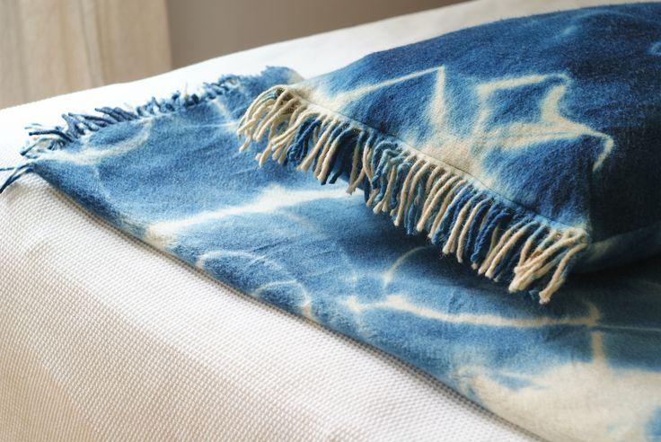 Koc i poducha z owczej wełny. Barwione ręcznie, naturalnymi barwnikami.