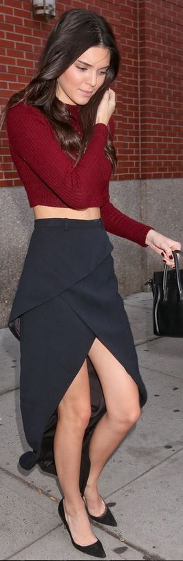 Who made Kendall Jenner�s black tote handbag, suede pumps, and black wrap skirt that she wore in New York