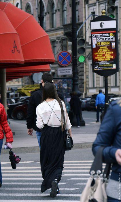 Купить или заказать Батистовый фартук-платье 'The Artist' в интернет-магазине на Ярмарке Мастеров. 'Для истинного художника - где жизнь, там и поэзия.' Это невесомое платье-фартук можно надеть в любой ситуации! Длина лямочек регулируется. Стоимость пошива по индивидуальным меркам - 9500. Стоимость указана без пересылки.