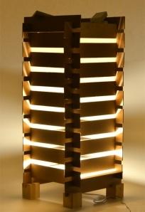 design sostenibile, lampada fatta con materiale riciclato.