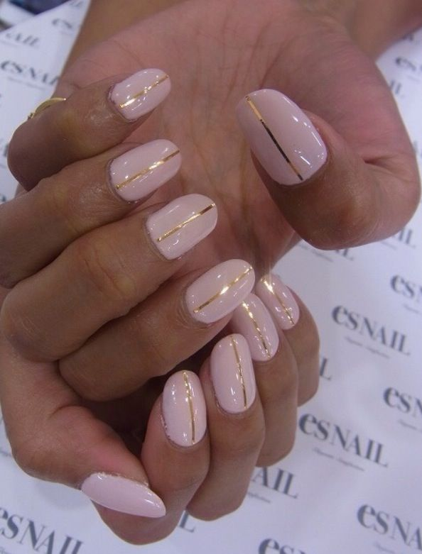 Cool nail for summer wedding these r pretty but I think i'll just stick with fake nails :)