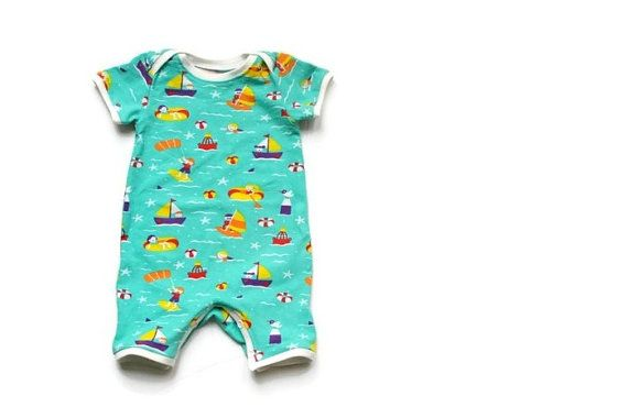 Baby onesie, romper, zomer pakje. aqua blauw biologisch tricot met boten en zwemmers. Organic cotton babykleding. Hippe baby zomer musthave